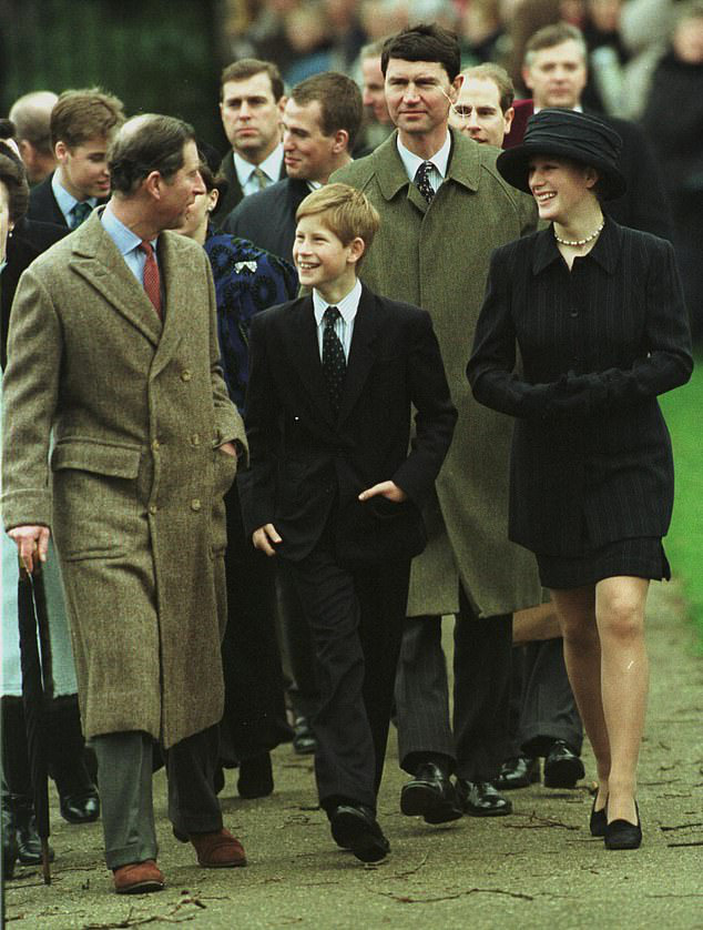 Cay mắt hình ảnh khi xưa thơ bé của Hoàng tử Harry khi đón giáng sinh cùng mẹ - Ảnh 5.