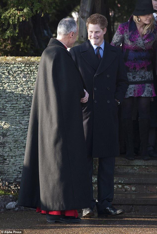 Cay mắt hình ảnh khi xưa thơ bé của Hoàng tử Harry khi đón giáng sinh cùng mẹ - Ảnh 10.