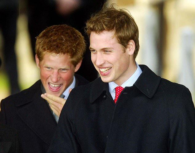 Cay mắt hình ảnh khi xưa thơ bé của Hoàng tử Harry khi đón giáng sinh cùng mẹ - Ảnh 8.