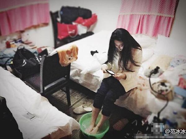 Những lần lộ phòng ngủ ngồn ngộn như bãi rác khiến mỹ nhân chỉ muốn độn thổ - Ảnh 6.