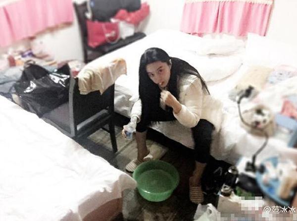 Những lần lộ phòng ngủ ngồn ngộn như bãi rác khiến mỹ nhân chỉ muốn độn thổ - Ảnh 7.