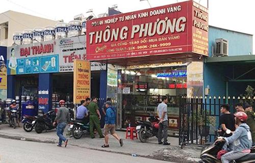 Hai kẻ nổ súng cướp tiệm vàng vùng ven Sài Gòn  - Ảnh 1.