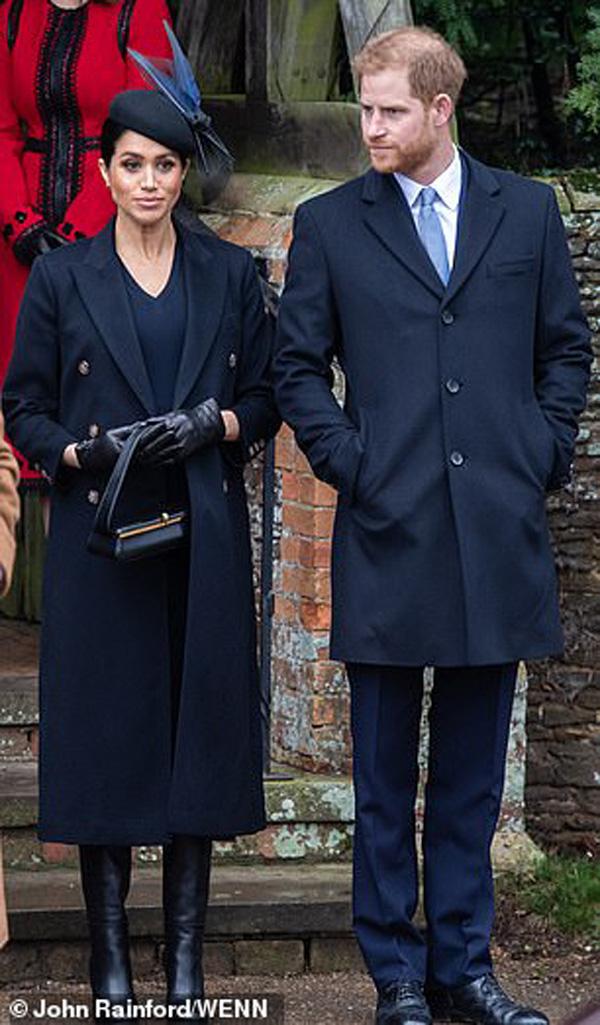 Cay mắt hình ảnh khi xưa thơ bé của Hoàng tử Harry khi đón giáng sinh cùng mẹ - Ảnh 1.