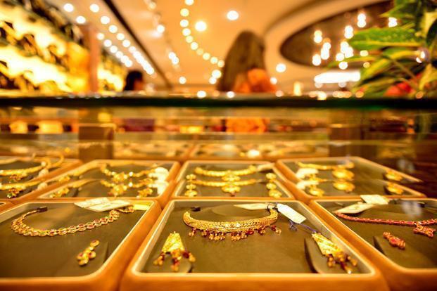 Giá vàng hôm nay 16/11: Vàng trong nước tăng trở lại thì vàng thế giới quay đầu giảm - Ảnh 1.