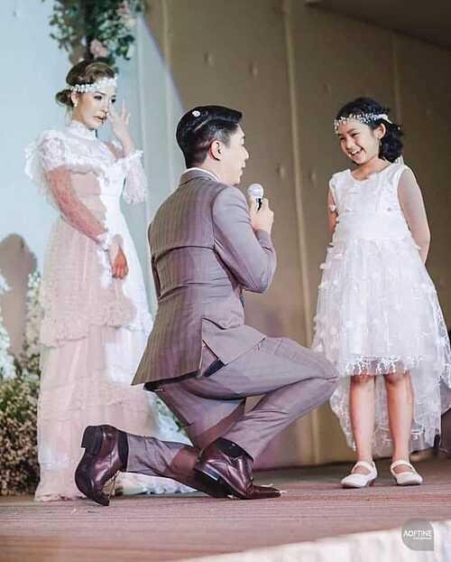 Cha dượng quỳ gối nói lời yêu thương với con riêng của vợ - Ảnh 2.