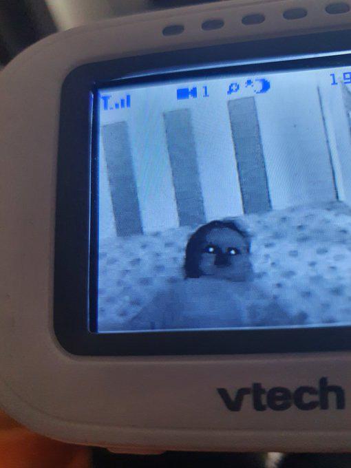 Lắp camera phòng ngủ của con nhỏ, bố mẹ hoảng hồn khi nhìn thấy hình ảnh máy quay thu được - Ảnh 2.