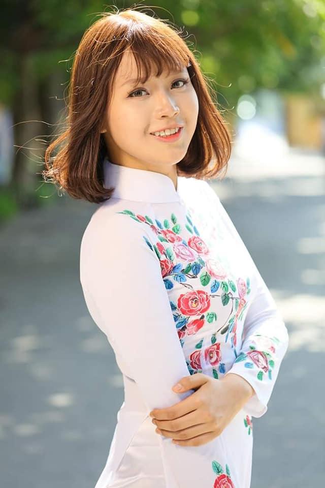 Thủ tướng Nguyễn Xuân Phúc gửi thư và hoa động viên nữ sinh Ngoại thương mắc ung thư - Ảnh 3.