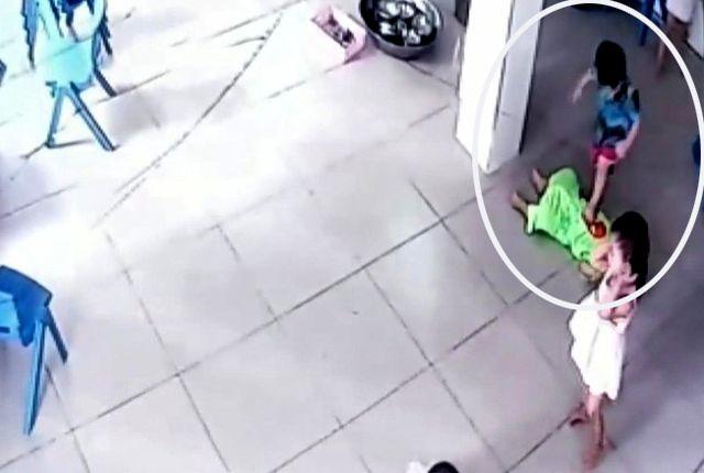 Bé trai 17 tháng tuổi bị nhóm bạn giẫm đạp lên người ở trường mầm non  - Ảnh 1.