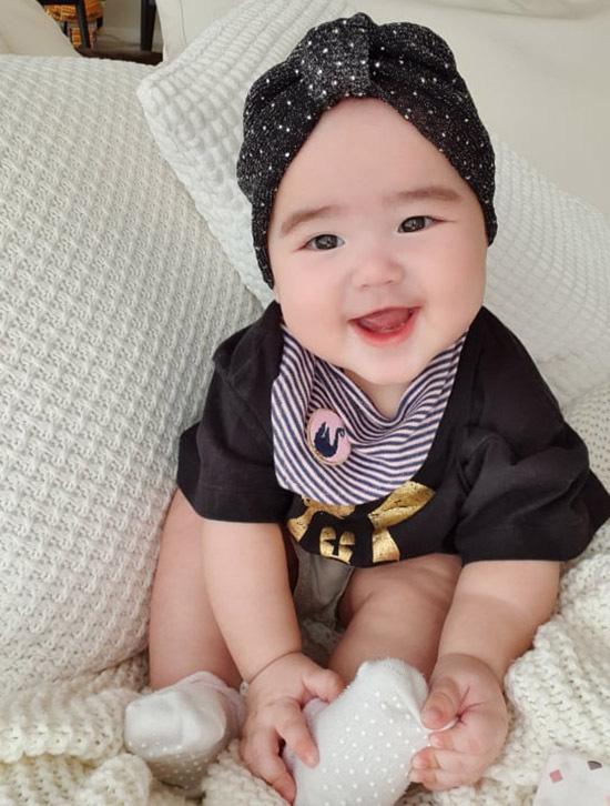 Con gái lai 7 tháng tuổi lai Tây xinh như thiên thần của Bảo Trúc - Ảnh 4.