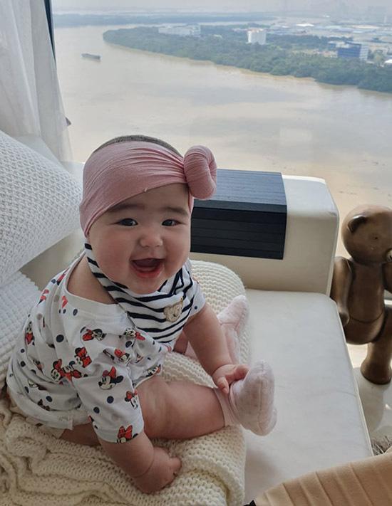 Con gái lai 7 tháng tuổi lai Tây xinh như thiên thần của Bảo Trúc - Ảnh 5.