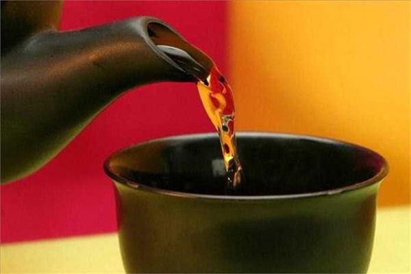 Người đàn ông bị ung thư gan chỉ vì thường xuyên uống trà xanh theo cách này - Ảnh 4.