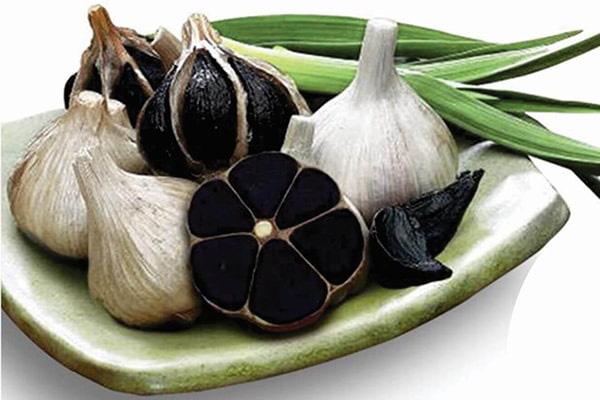 Cứu trái tim phải dùng tỏi đen, hoa hòe theo đúng cách sau - Ảnh 2.