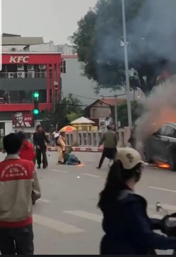 Hé lộ nguyên nhân ban đầu vụ xe Mercedes cháy rực kèm tiếng nổ lớn làm 1 người chết - Ảnh 2.