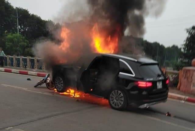 Hé lộ nguyên nhân ban đầu vụ xe Mercedes cháy rực kèm tiếng nổ lớn làm 1 người chết - Ảnh 4.