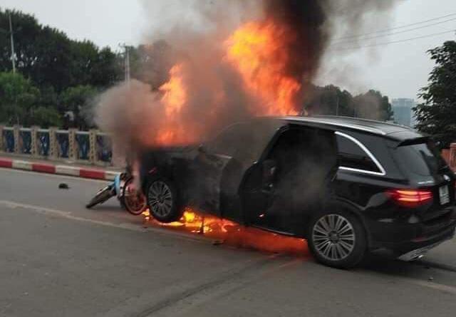 Lộ diện nữ lái xe liên quan tai nạn nghiêm trọng tại cầu Trung Hoà - Ảnh 1.