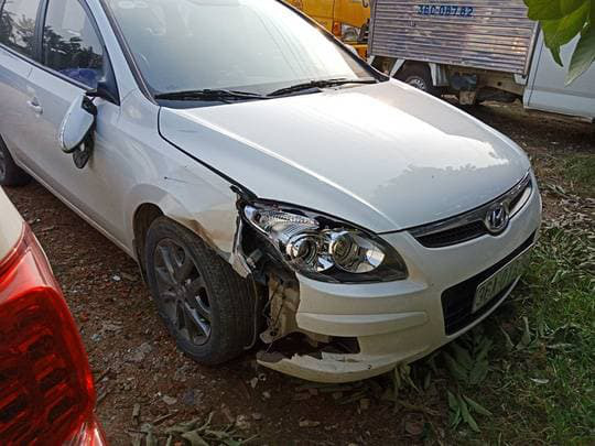 Thanh Hóa: Bí thư Đảng ủy kiêm Chủ tịch UBND xã tông xe vào 2 nữ sinh rồi bỏ trốn - Ảnh 1.