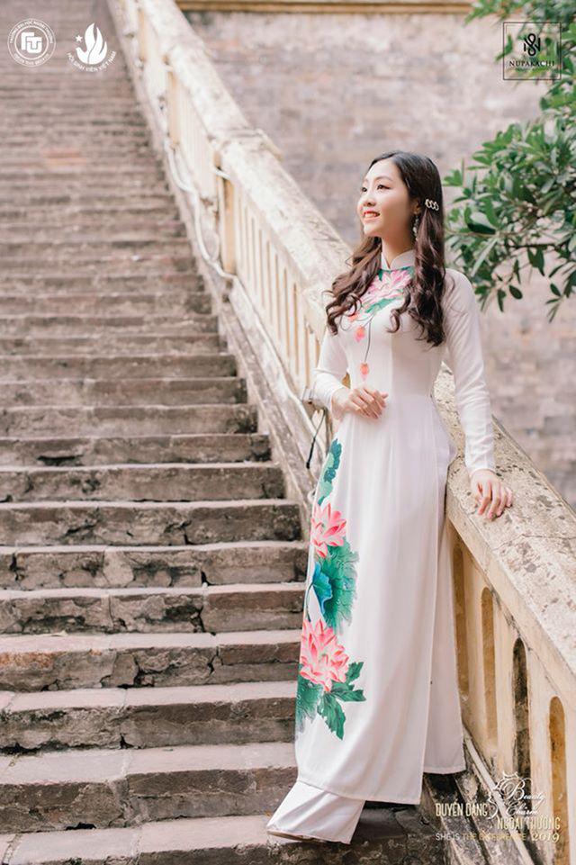 Nữ sinh bị ung thư khoe sắc với áo dài cùng Top 12 Duyên dáng Ngoại thương - Ảnh 12.