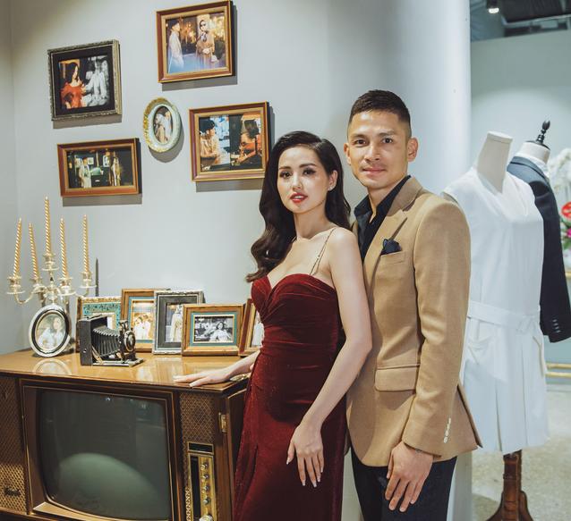 Bỏ qua hiềm khích, cặp đôi Hồ Ngọc Hà - Kim Lý chăm chú theo dõi Lệ Quyên trình diễn thời trang - Ảnh 4.