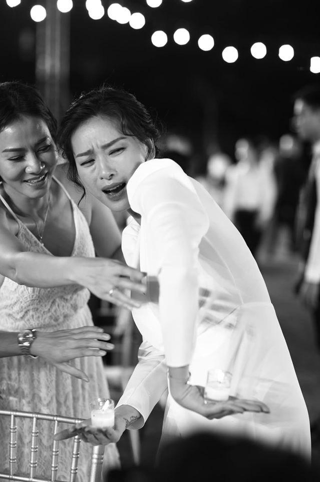 10 ngày sau đám cưới cổ tích, Đông Nhi bất ngờ tung loạt khoảnh khắc đáng nhớ với đủ các cung bậc cảm xúc cùng dàn khách mời đình đám - Ảnh 1.