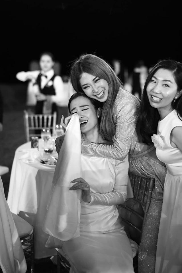 10 ngày sau đám cưới cổ tích, Đông Nhi bất ngờ tung loạt khoảnh khắc đáng nhớ với đủ các cung bậc cảm xúc cùng dàn khách mời đình đám - Ảnh 11.