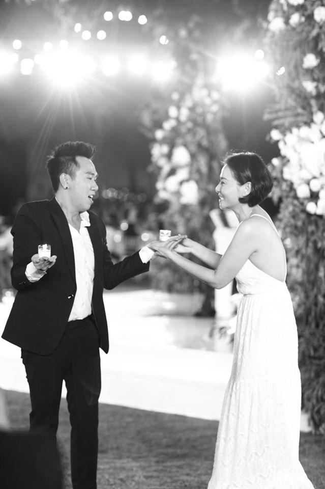 10 ngày sau đám cưới cổ tích, Đông Nhi bất ngờ tung loạt khoảnh khắc đáng nhớ với đủ các cung bậc cảm xúc cùng dàn khách mời đình đám - Ảnh 27.