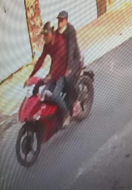 Nghệ An: Bắt 2 đối tượng chuyên dùng xe máy cướp giật dây chuyền của phụ nữ - Ảnh 1.