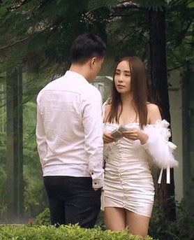 Quỳnh Nga chuộng mặc hở từ phim đến đời thường - Ảnh 3.