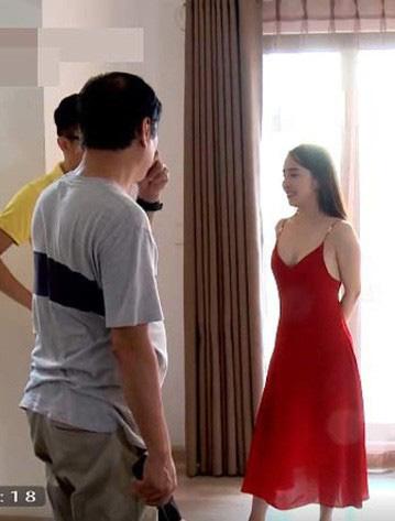 Quỳnh Nga chuộng mặc hở từ phim đến đời thường - Ảnh 4.
