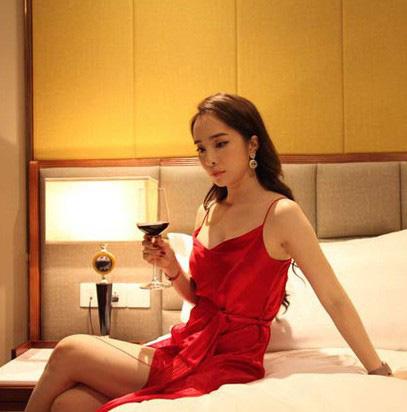 Quỳnh Nga chuộng mặc hở từ phim đến đời thường - Ảnh 5.