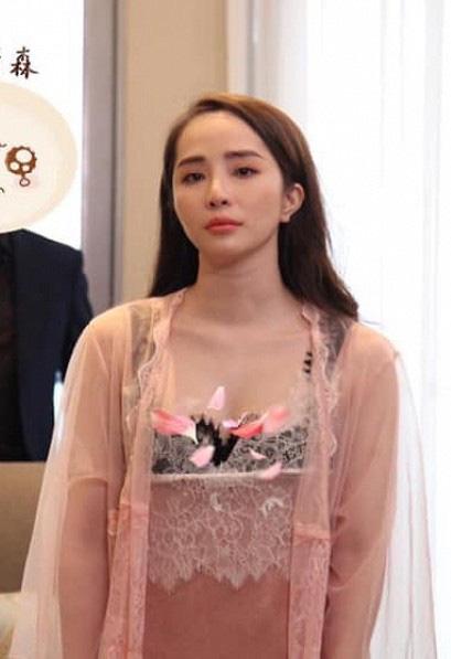 Quỳnh Nga chuộng mặc hở từ phim đến đời thường - Ảnh 10.