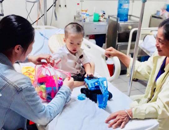 3 phút sau tiêm kháng sinh, bé trai 2 tuổi sốc phản vệ, ngừng thở, ngừng tim - Ảnh 2.