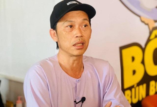 Hoài Linh dừng chương trình khi có em bé bị lạc - Ảnh 1.