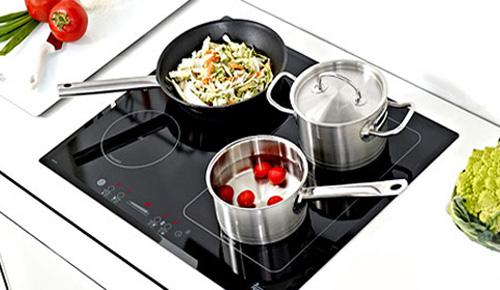 Bếp từ chả mấy chốc hỏng chỉ vì thói quen rút điện ngay lập tức sau khi nấu xong của các bà nội trợ - Ảnh 1.