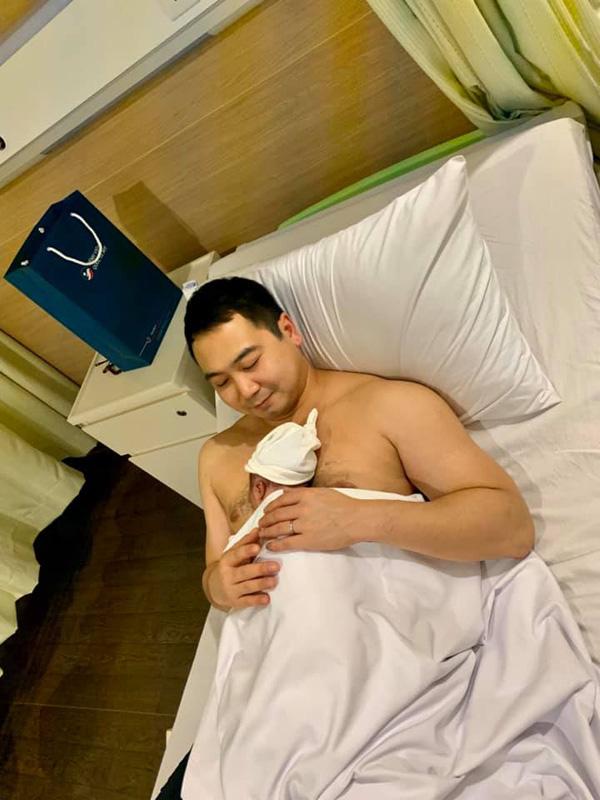 Chồng Lan Khuê bất ngờ tiết lộ hình ảnh con trai mới sinh được 3 ngày - Ảnh 2.
