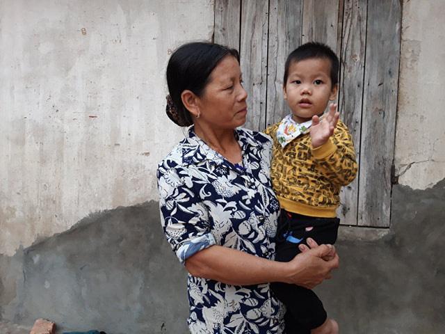 Khó khăn vẫn chồng chất với bé Thiên bị u đầu tụy dù đã được phẫu thuật - Ảnh 2.