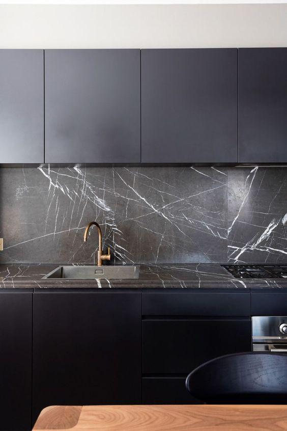 Những ý tưởng trang trí nhà bếp màu đen siêu ấn tượng - Ảnh 20.