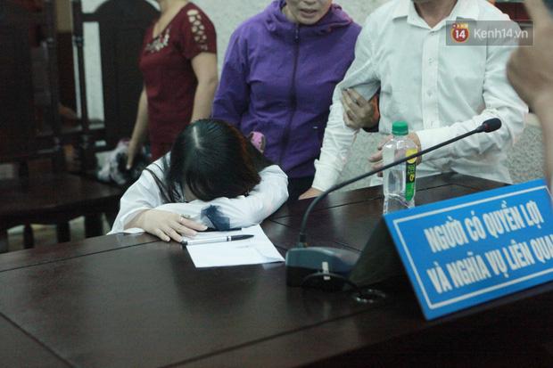 Chị gái nữ sinh giao gà gục khóc nức nở tại tòa sau khi mẹ bị tuyên án 20 năm tù - Ảnh 4.