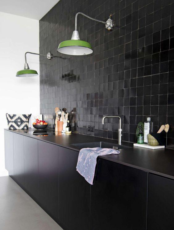 Những ý tưởng trang trí nhà bếp màu đen siêu ấn tượng - Ảnh 5.