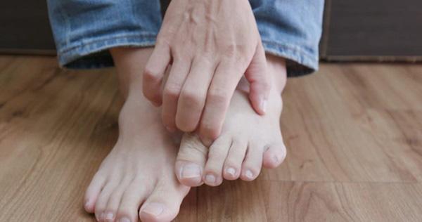 3 dấu hiệu ở bàn chân mà chúng ta thường hay lờ đi thể hiện sức khỏe đang có vấn đề - Ảnh 1.