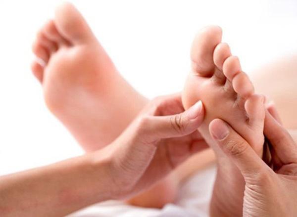 3 dấu hiệu ở bàn chân mà chúng ta thường hay lờ đi thể hiện sức khỏe đang có vấn đề - Ảnh 2.