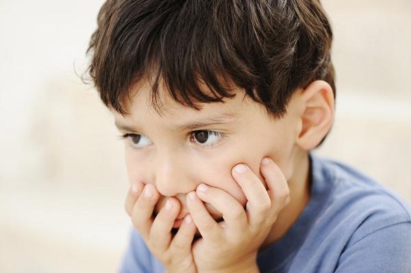 9 cách giúp con trẻ thoát khỏi sự lo lắng sợ hãi - Ảnh 1.