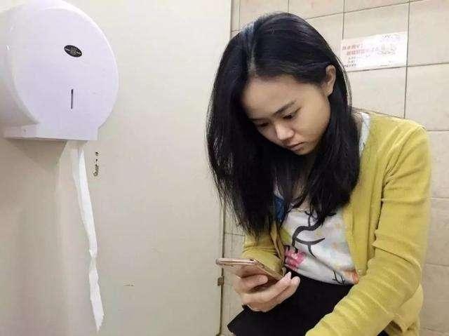 Có 5 thói quen trong nhà vệ sinh khiến bạn trả giá bằng việc giảm tuổi thọ - Ảnh 1.