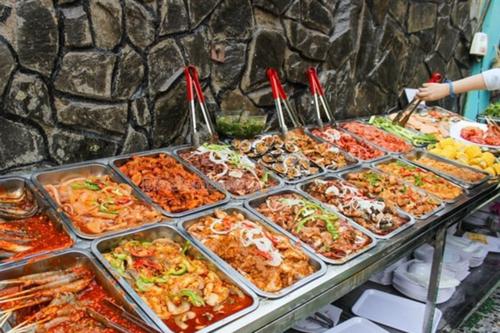 Nhân viên nhà hàng tiết lộ gây sốc về mì cay, lẩu Thái, buffet giá rẻ - Ảnh 2.