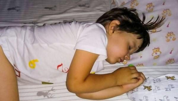 6 hành vi ở trẻ cần đề phòng vì không chỉ hại sức khỏe, còn có thể mất mạng - Ảnh 2.