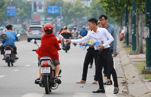 Anh sinh viên bán nước mía vỉa hè Sài Gòn, cú liều bất ngờ kiếm hàng chục tỷ - Ảnh 1.