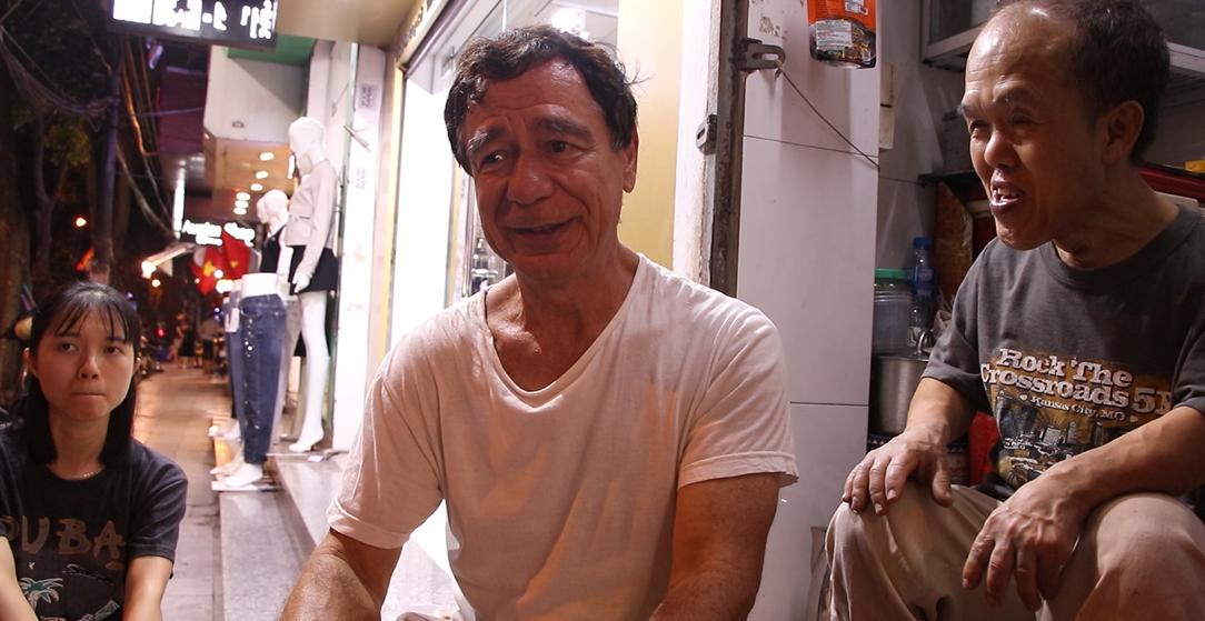 Chú lùn nổi tiếng ở phố cổ Hà Nội và cuộc hành trình biến những điều không thể thành có thể - Ảnh 5.