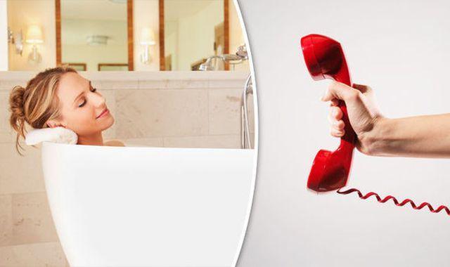 Tại sao các khách sạn hạng sang luôn có điện thoại trong phòng tắm? - Ảnh 1.