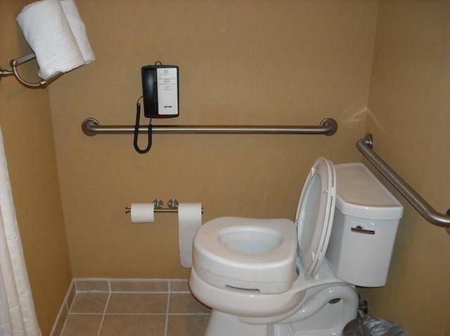 Tại sao các khách sạn hạng sang luôn có điện thoại trong phòng tắm? - Ảnh 3.