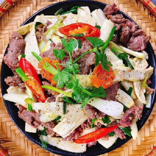 Củ niễng xào thịt bò: Món ăn lạ vị bừng sáng cả mâm cơm chiều  - Ảnh 1.