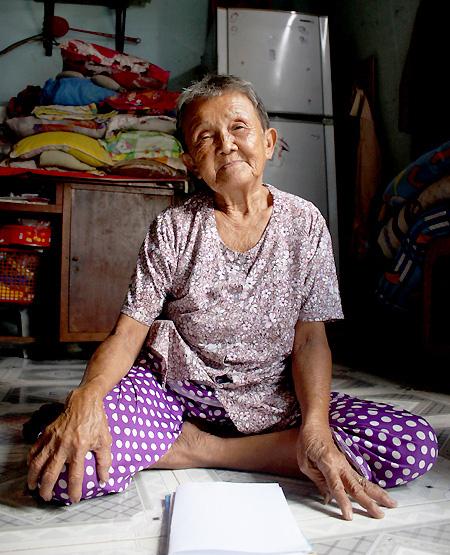 Cuộc sống của bà cụ 82 tuổi mới có giấy khai sinh  - Ảnh 1.